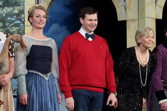 V hlavních rolích Poslední aristokratky účinkují Anna Polívková, Jan Hrušínský a Miluše Šplechtová.