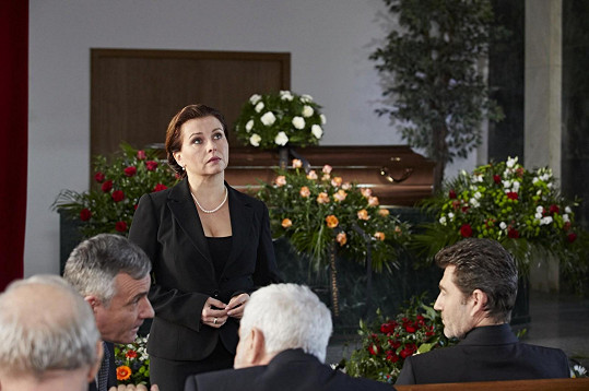 Jednou z výrazných postav seriálu je Dana Morávková jako doktorka Zdena Suchá.