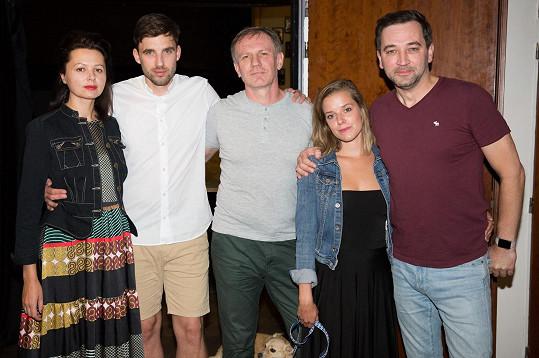 Sandra s kolegy z nové divadelní hry K.Š.E.F.T. (zleva Lucie Žáčková, Václav Šanda a Martin Finger), kterou v Činoherním klubu režíruje Ondřej Sokol.