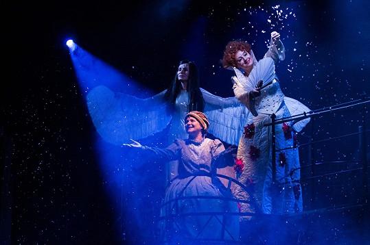 Zuzana Mauréy jako Štěstěna v Děvčátku (na snímku s Monikou Absolonovou a Martou Vančurovou)