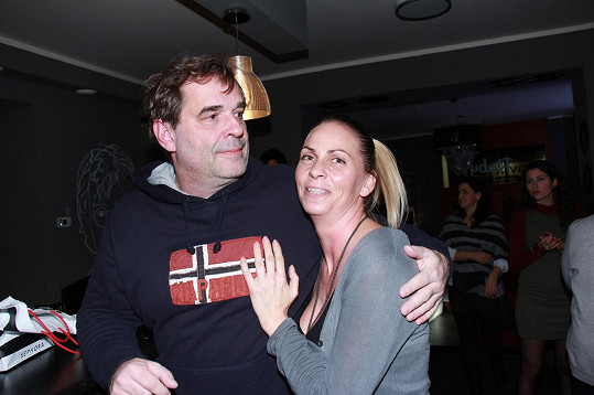 Láska tomuto páru evidentně kvete.