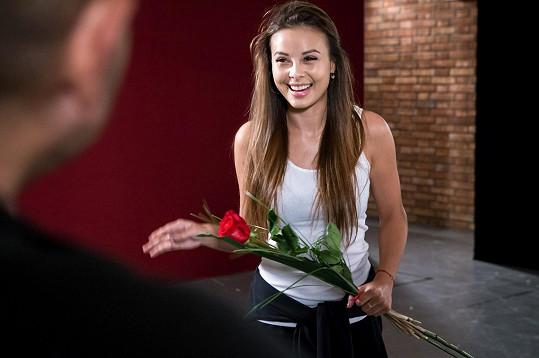 Zpěvačka byla svým tanečníkem evidentně potěšena.