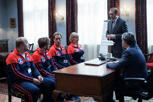 Vyčnívaly i na setkání se seriálovým ministrem.