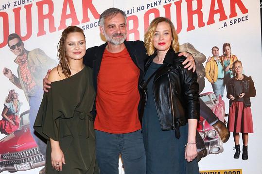 Zleva Veronika Marková, Ivan Trojan a Kristýna Boková na premiéře filmu Bourák