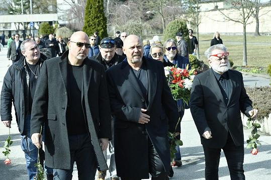 Pavel Pásek (vpředu uprostřed) s Václavem Upírem Krejčím (vpravo)