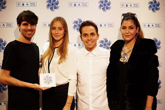 Hosty na křtu byly Celeste Buckingham a herečka Anna Kadeřávková, jež ztvárnila ženskou roli v klipu Holomráz.