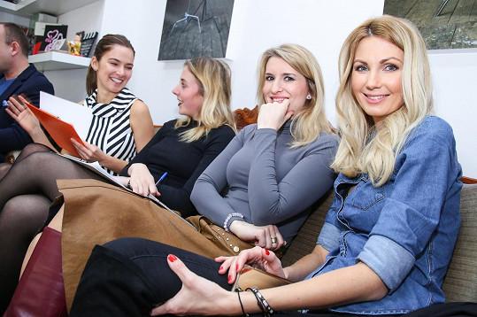 Dámy Andrea Bezděková, Anna Slováčková, Lenka Špillarová a Sandra Parmová hodnotily nejen zjev, ale i sympatie.