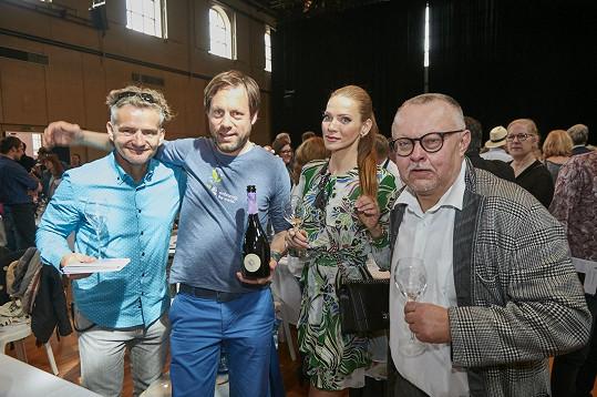 Andrea navštívila Champagne s muzikanty Petrem Pečeným a Tomášem Doležalem, řečeným Magor.