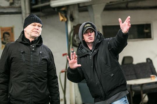 Režisér Jiří Strach a hlavní kameraman Martin Šec (vlevo)