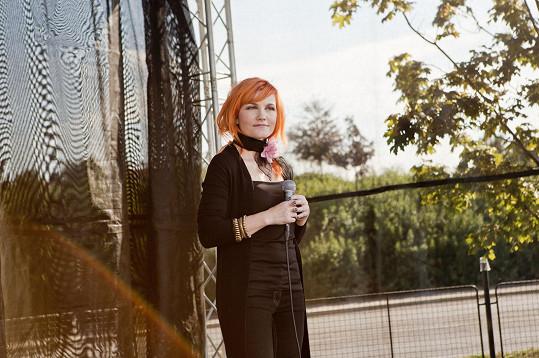 Iva Marešová zpívala na muzikálovém odpoledni.
