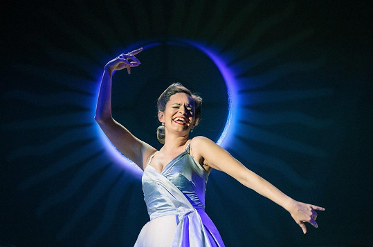 Absolonová jako Evita Perón v divadle Studio DVA