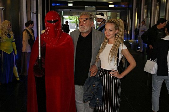 Herec vzal do kina dceru Kláru.
