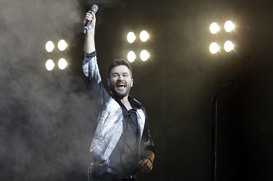 Zpěvák má za sebou dva vyprodané koncerty a na závěr si připravil překvapení pro svou milovanou.