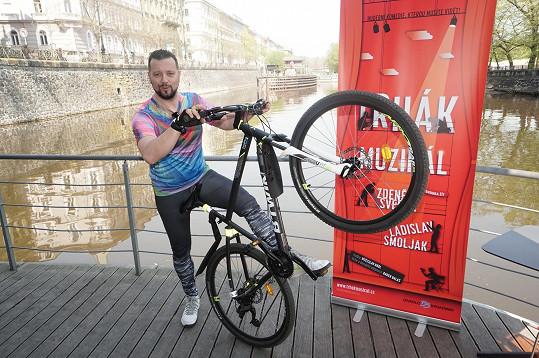 Michal v nich přijel na kole.