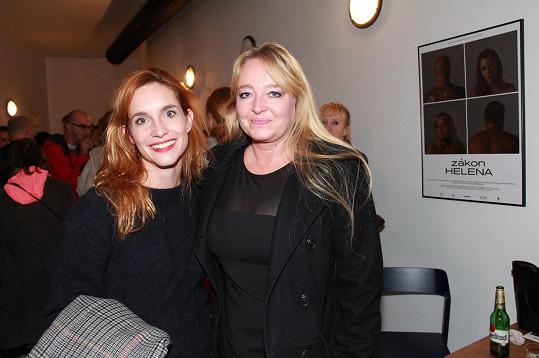Helenu Kahnovou s Petrou Nesvačilovou seznámila herecká kolegyně Hanka Vagnerová.