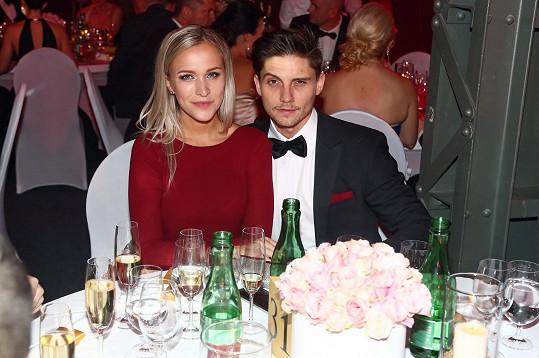 Nela navštívila Ples jako Brno s přítelem Martinem.