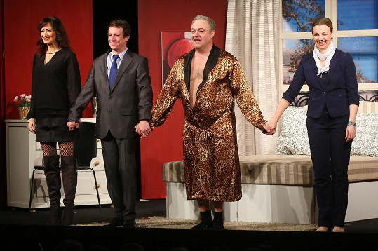 Martin Zounar se v představení objevuje s Martinou Randovou (vpravo), Martinem Krausem a Danielou Šinkorovou.
