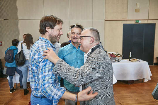 Pánové Petr Pečený a Tomáš Doležal řečený Magor už jsou s vinaři kamarádi.
