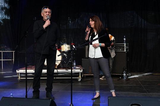 Langerová na pódiu s Wabim Daňkem