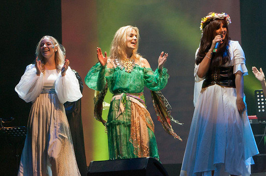 Markéta Konvičková, Halina Mlynková a Ewa Farna na koncertě v třinecké Werk aréně.