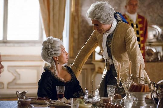 V úmorných vedrech herci trpí na place v historických kostýmech.