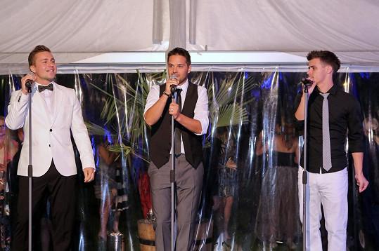 Trojice finalistů X Factoru Matěj Vávra, Peter Bažík a Tibor Gyurcsik, kteří vystupují ve společném projektu Hangover.