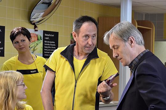 V seriálu TV Barrandov Stopy života si zahrál vedoucího konzumu.