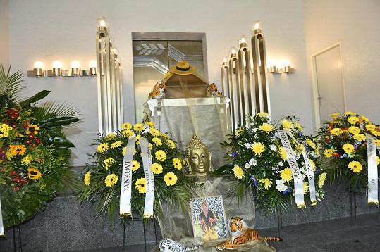 Krematorium v Motole bylo zaplněné k prasknutí.