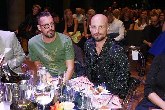 V porotě kadeřnické soutěže usedl Leošův stylista a kamarád Filip Vaněk.