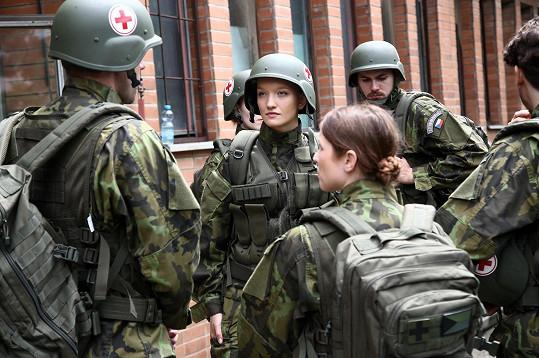 Kateřina v seriálu s prvky reality show ztvární adeptku na místo elitního vojenského lékaře.