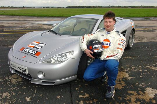 Přes deset let býval James ostříleným automobilovým závodníkem. Těžko by někdo uhodl, čim bude za pár let.