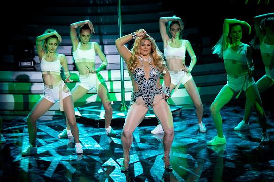 Zazpívala píseň Waiting For Tonight od Jennifer Lopez.