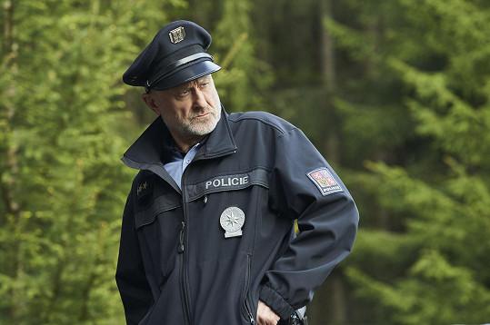 Drsný kriminalista npor. Karel Franc je oporou vyšetřovacího týmu.