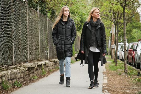 Lucie s Amélií na procházce jarní Budapeští