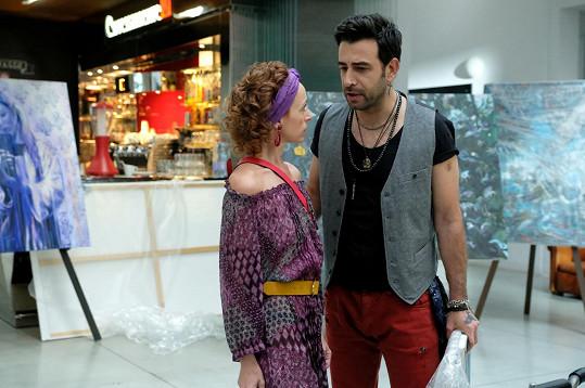 Chorvat Janko Popovič Volarič okouzlí divačky jako partner Tatiany Vilhelmové v Příliš osobní známosti.