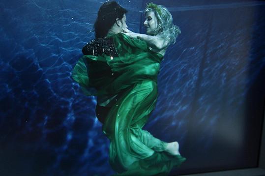 Ve vodě znikaly nádherné fotky.