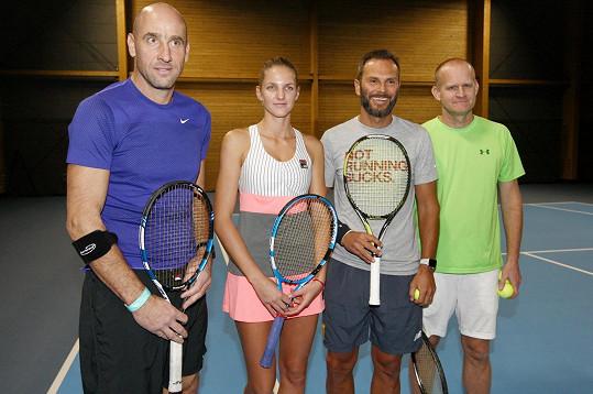 Karolína se v exhibičním zápase postavila s Janem Kollerem proti Patrikovi Bergerovi a Bohdanu Ulihrachovi.