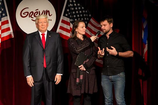 Se zpěvákem jsme si povídali během 'inaugurace' figuríny Donalda Trumpa v muzeu voskových figurín Grévin.