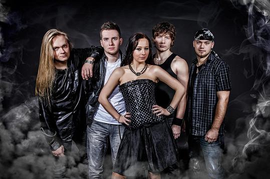 Iveta Suchánková se svou kapelou Wishmasters