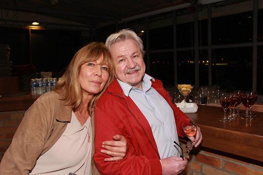 Helena Rytířová byla manželkou Petra Čepka a Zdeňka Rytíře. Teď už je dva roky šťastná po boku Pavla Sedláčka.
