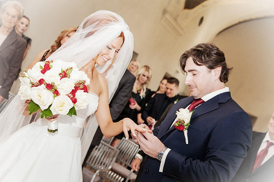 Romana se za Milana provdala v říjnu 2014.