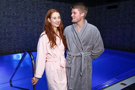 Do welness hotelu vzala i svého přítele.