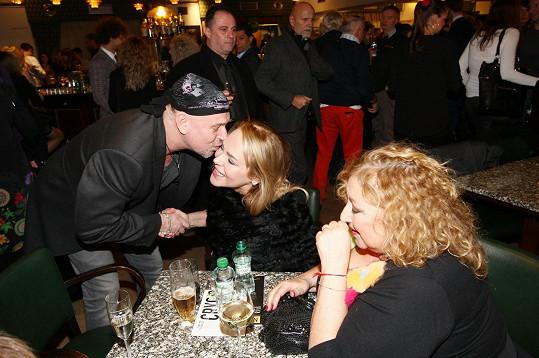Na závěrečném večírku se u jejího stolu střídali přátelé a obdivovatelé s komplimenty. Jedním z nich byl fotograf Jakub Ludvík.