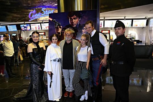 Na premiéře trháku Solo: Star Wars Story se vyfotili s představiteli filmových hrdinů.