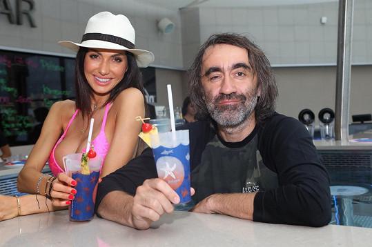 S Eliškou Bučkovou slavnostně otevřeli nový vodní bar.
