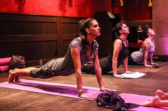 Anetu Vignerovou okouzlila jóga.