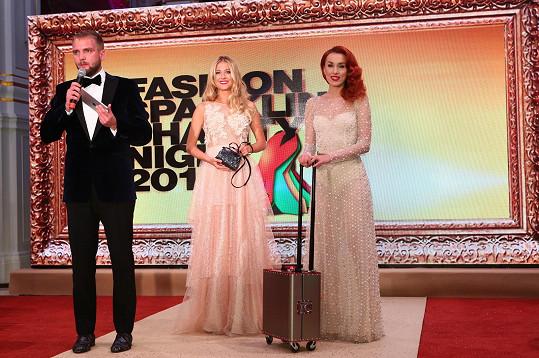 I Češi zde měli své zastoupení. Večer moderoval Libor Bouček, nechyběla Česká Miss World 2016 Natálie Kotková a v Česku zdomácnělá Lenka Vacvalová.