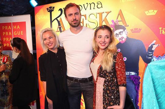 Zpěvačka s kolegy z muzikálu Královna Kapeska, který se bude od nové sezóny uvádět v Hudebním divadle v Karlíně, Mírou Hrabětem a Annou Slováčkovou.