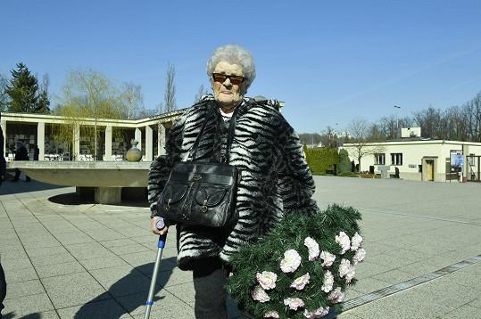 Pani Milada svěřila, že byla nevlastní sestra Aťky Janouškové.