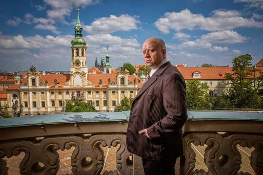 Ve dvoudílném filmu Bisera Arichteva Anatomie zrady si zahrál Emanuela Moravce.